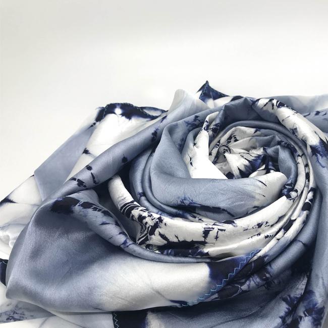 扎染素绉缎方巾(墨蓝)
